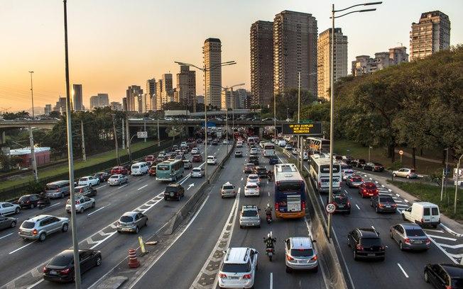 Entenda como funciona o pagamento de impostos para taxistas